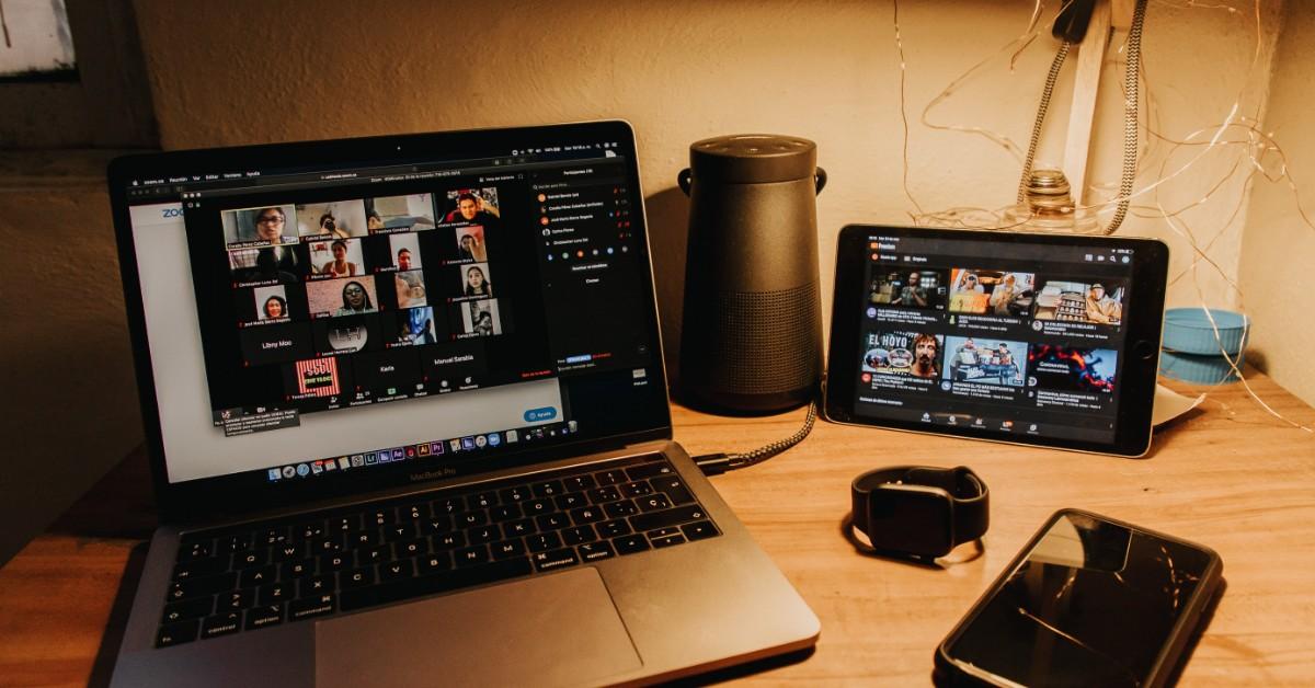 laptop-zoom-meeting
