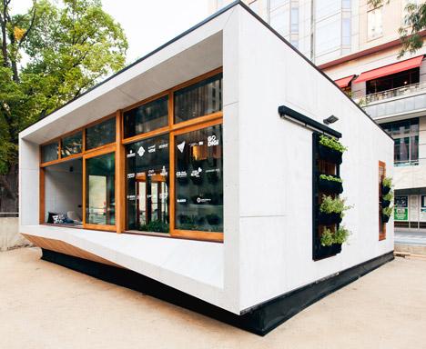 Worlds-First-Carbon-Positive-House-by-ArchiBlox_dezeen_468_6