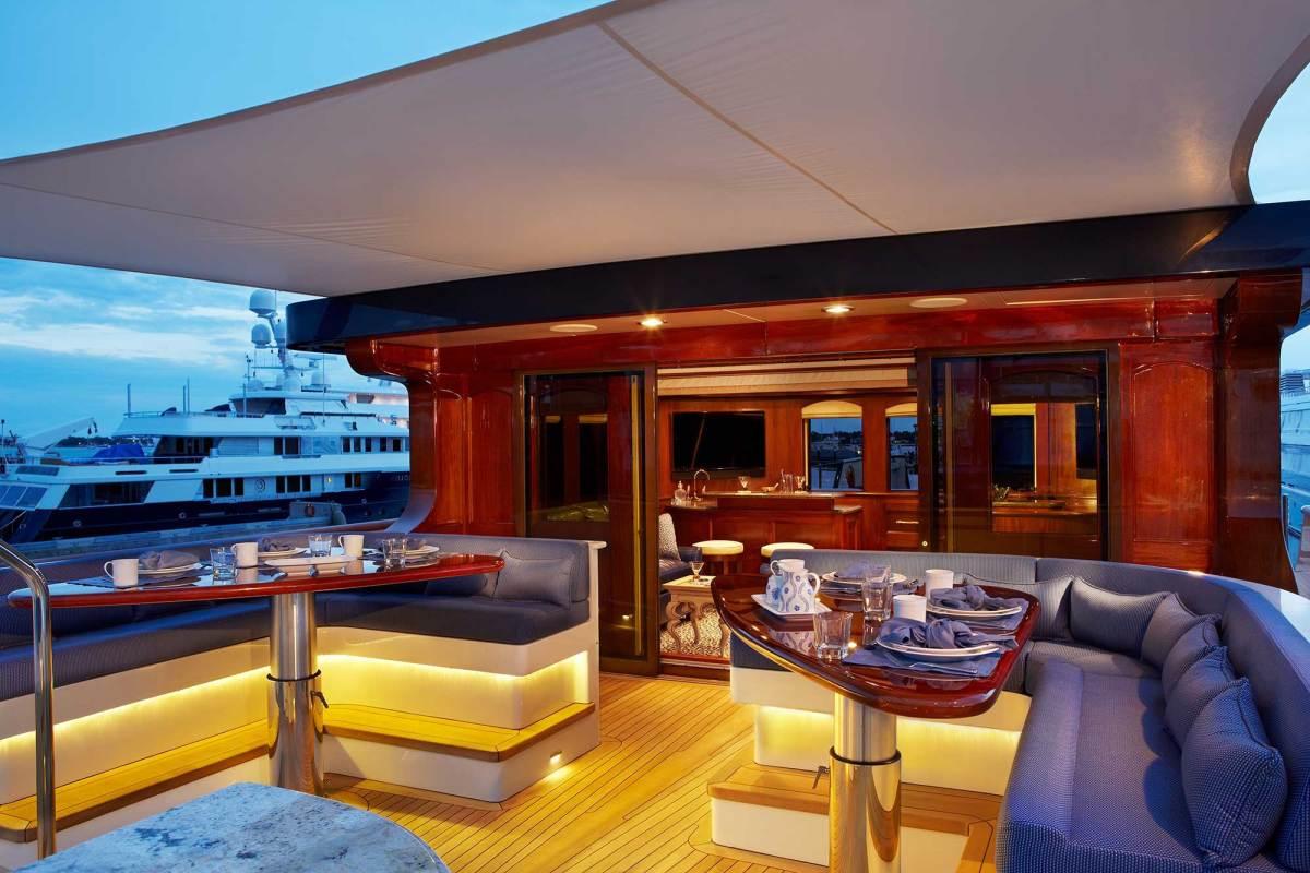 bread-yacht-interior-14-deck