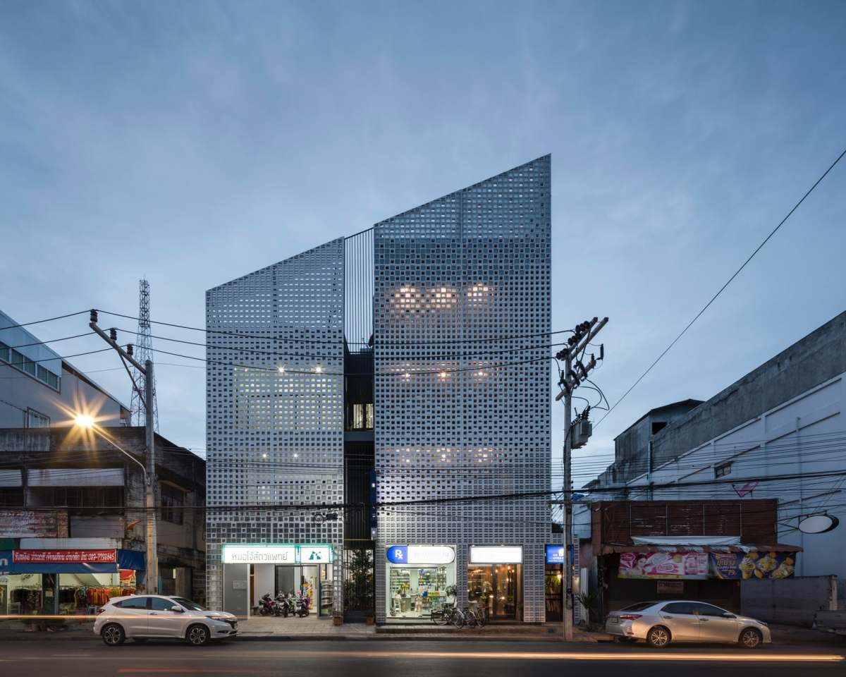 MULTI-PLACE: A MIXED-USE BUILDING IN THAILAND BY EKAR