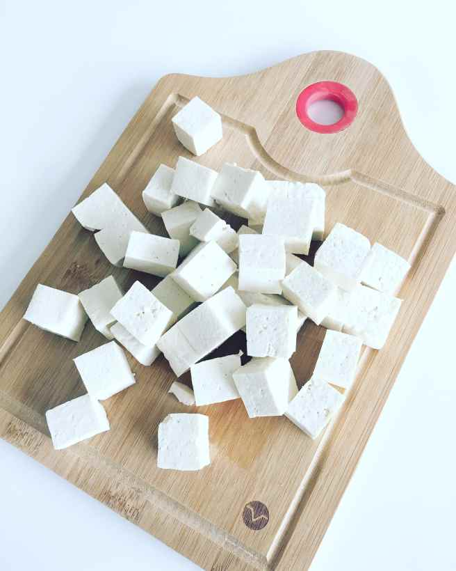Here you have tofu cubes ready to be cooked.