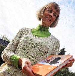 Forfatter Anne Nielsen med bogen Ondt i håret