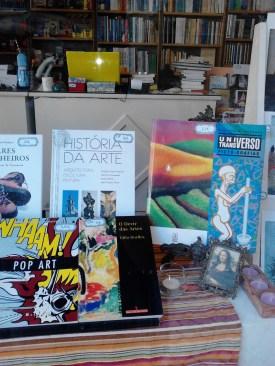 História da Arte - 30€, em vez de 45€; Picto-Grafias, de Eleutério Sanches - 65€; O Devir das Artes, de Cillo Dorfles - 11€, em vez de 15,50€; Pop Art, de David McCarthy - 9,95€.