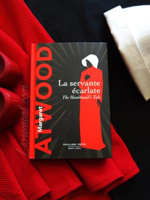 Mise en scène de La servante écarlate de Margaret Atwood