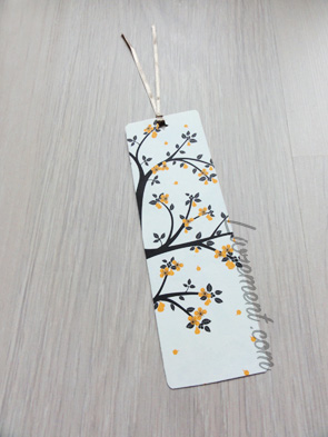 Nuit de la lecture 2018 Marque Page recto : branches d'arbre marron et fleurs orange