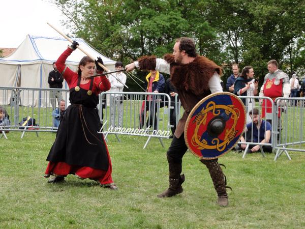 Festival Echos et Merveilles - combat d'escrime médiévale