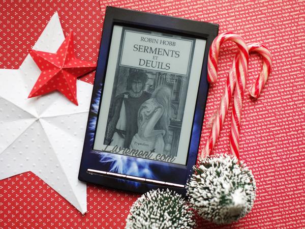 """Mise en scène aux couleurs de Noël pour le dixième tome de l'assassin royal """"Serments et deuils"""" de Robin Hobb"""