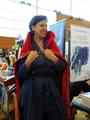 Portrait de Nadia Coste en cosplay Dr Strange aux Aventuriales 2018