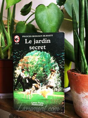 """Livre """"Le jardin secret"""" de France H. Burnett trouvé dans une boite à lire"""