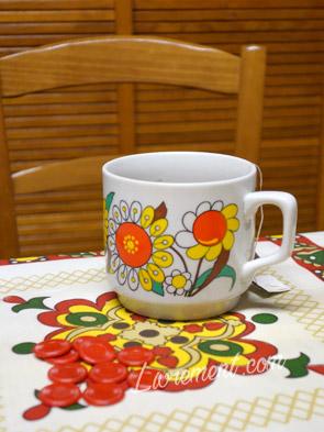 Tasse et nappe kitsch
