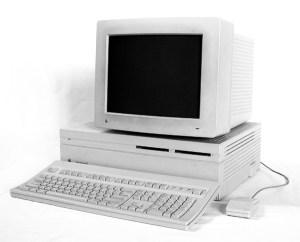 Photo d'un Macintosh II d'Apple.
