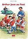 Arthur joue au foot