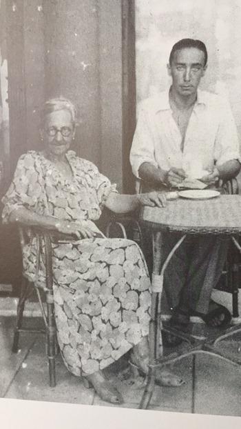 Nice 1935 - Devant l'hôtel pension Mermonts