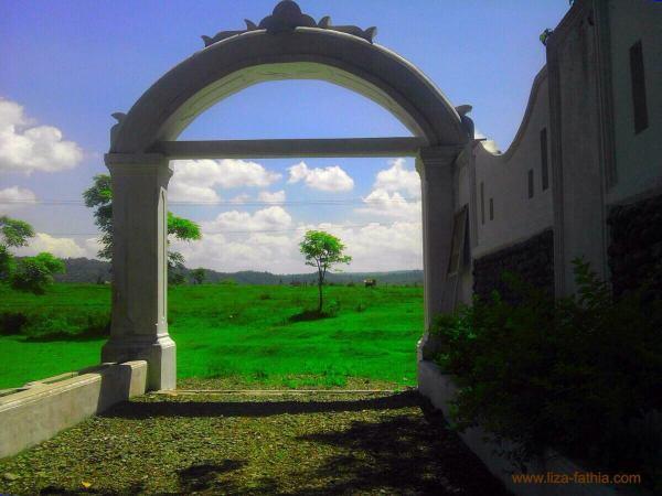 Gerbang Jeurat Puteh. Di dalamnya terdapat pintu lagi yang terkunci
