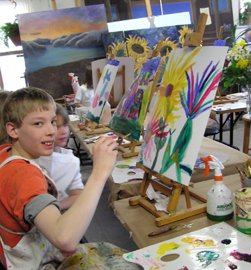 Big brother has often come to Aartz workshops and is quite the painter. He got to have fun painting