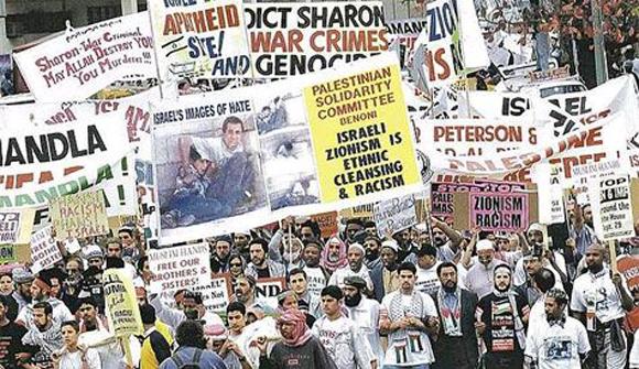 Antiisraelische Demonstration während der »Weltkonferenz gegen Rassismus« in Durban, September 2001
