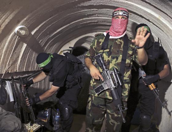 Terroristen der Qassam-Brigaden in einem Tunnel in Gaza, Juli 2014