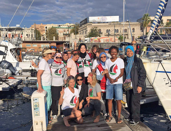 Aktivistinnen von »Mujeres Rumbo a Gaza« im Hafen von Messina, September 2016 (Foto: Social TV International, via Facebook)