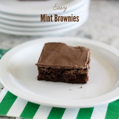 Super easy mint brownies, perfect for St. Patrick's Day - lizoncall.com