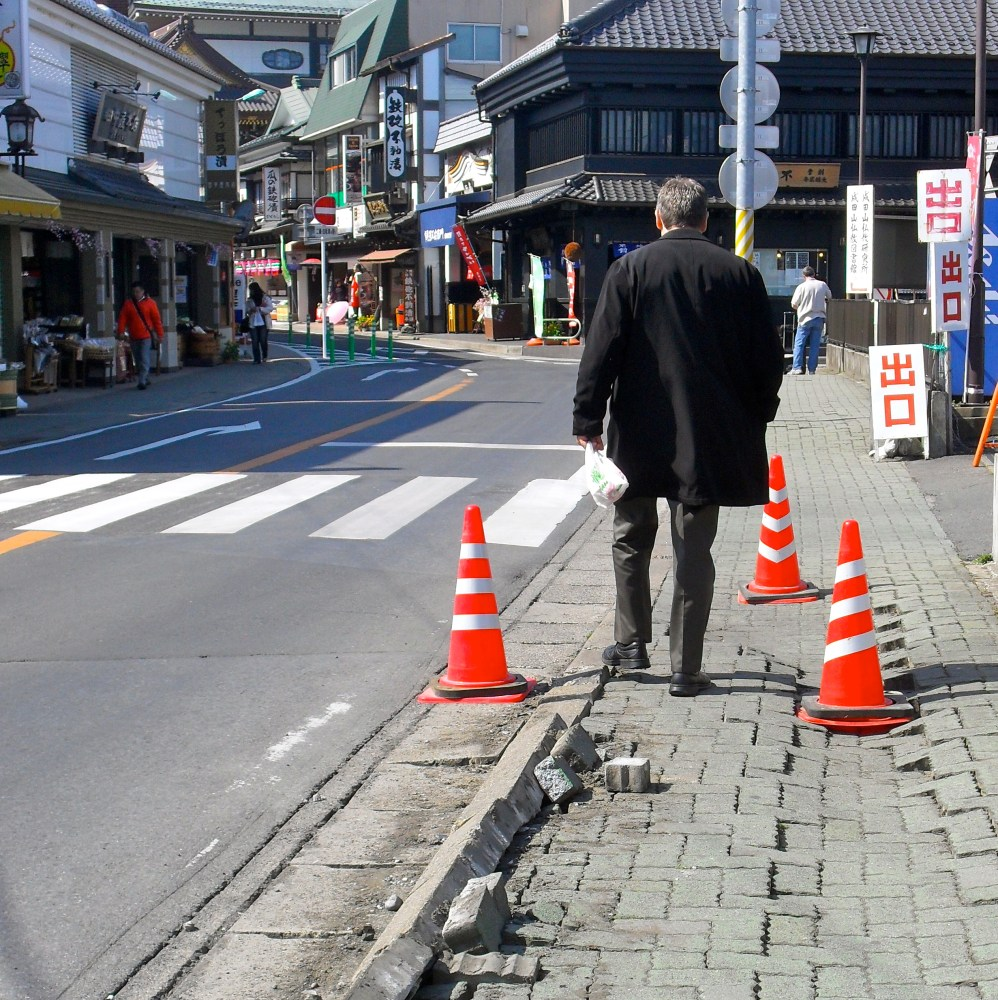 The Spring of 800 Earthquakes (3/6)