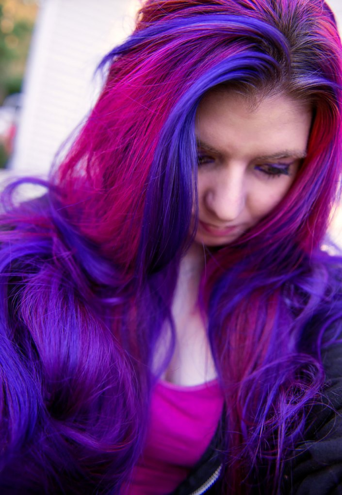 Virally recognized long purple and pink hair by Lizzy Davis using Manic Panic Deep Purple Dream and Manic Panic Hot Hot Pink.