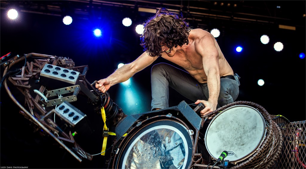 An intense Jonny Hawkins (vocalist of Nothing More) pulls up the Scorpion Tail. ©Lizzy Davis Photography