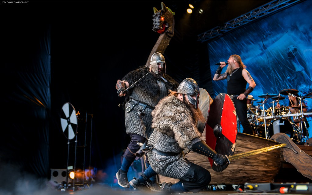 The blow is too much and a viking falls to his knees!