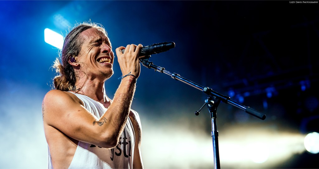 Brandon Boyd singing Megalomaniac in Tampa. Incubus concert photos by ©Lizzy Davis Photography.