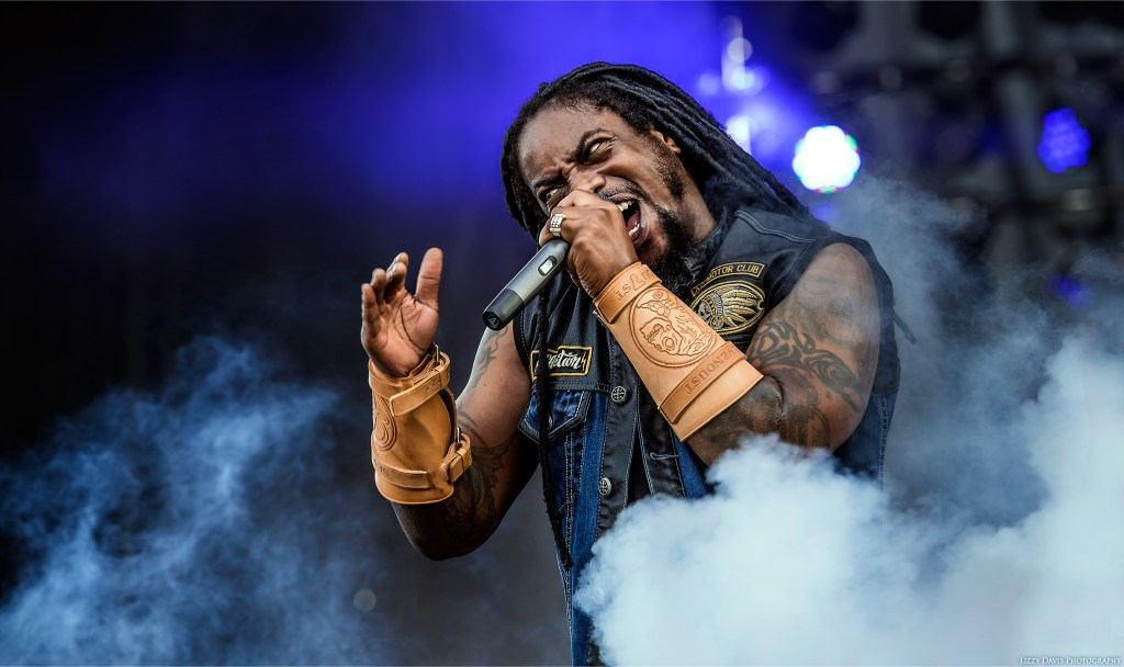 Intense LJ Witherspoon standing in a CO2 blast at Welcome to Rockville. Sevendust photos by ©Lizzy Davis Photography.