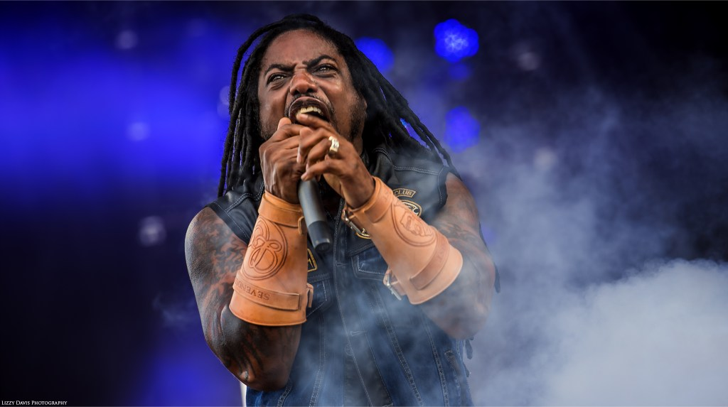 Sevendust at Welcome to Rockville 2016. Lajon Witherspoon sings to the crowd. ©Lizzy Davis Photography