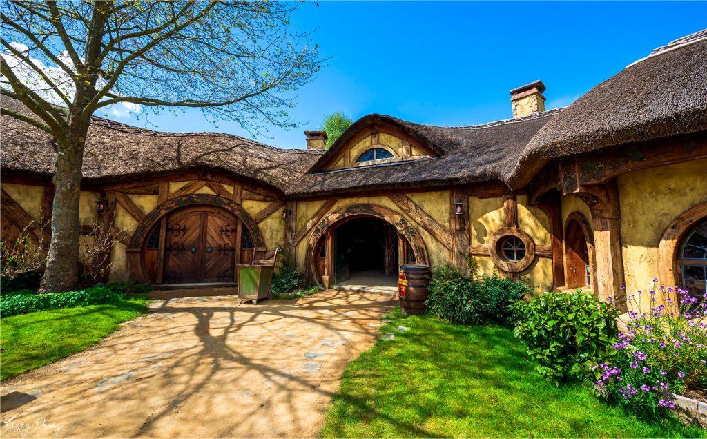 Photo of The Green Dragon Inn at Hobbiton, New Zealand.