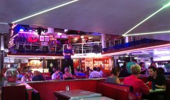 Ellen's_Stardust_Diner_(Manhattan,_New_York)_006