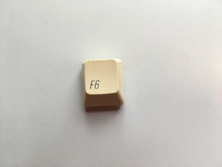 bilde av f6-data knapp