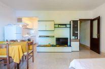 ljiljana-white-apartment-livingroom-06-2018-02