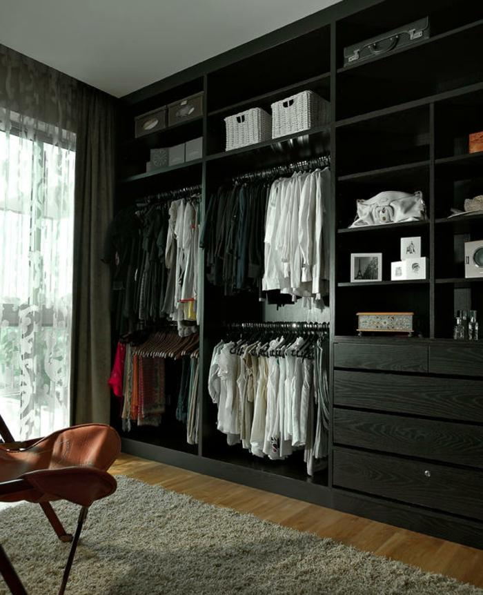 armoire sans portes semble moderne