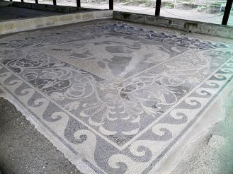 800px-Stag_Hunt_Mosaic_from_the_House_of_the_Abduction_of_Helen,_(c._300_BC),_Ancient_Pella_(6913868698)