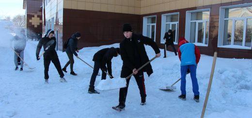 Уборка территории ЛК УОР от снега