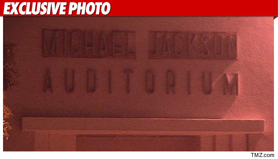 1016_michael_jackson_auditorium_exp