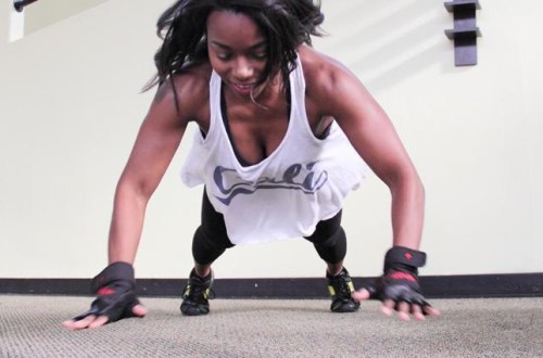 woman doing plyo push-up