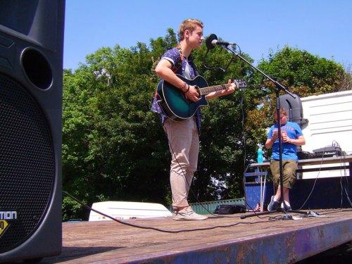 Tom Orton sings Wonderwall