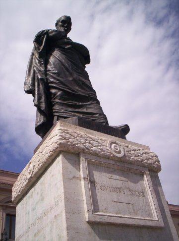 Statua_di_Ovidio,_Sulmona