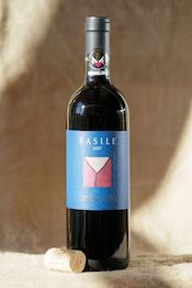 Caracanta Basile organic red wine is produced in Tuscany with Sangiovese, Ciliegiolo, and Merlot grapes.