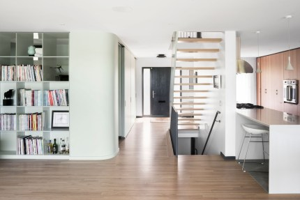 À flanc ! > Une maison canadienne des Laurentides se métamorphose de l'intérieur. Design par L. McComber – architecture vivante