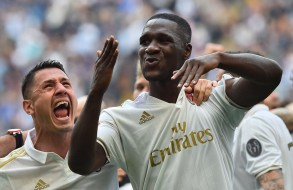 Cristián Zapata celebrates after scoring a last minute equaliser for AC Milan. Image from: Getty
