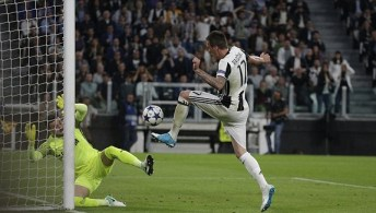 Mario Mandžukić fires home to put Juventus ahead on the night. Image from: Reuters
