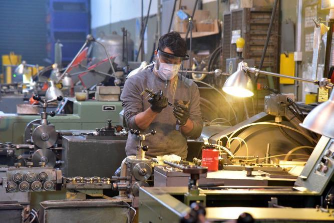 Resultado de imagen para La construcción subió un 4,3% y la industria un 0,9%