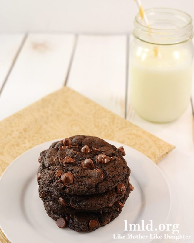 Double chocolate cookies for two