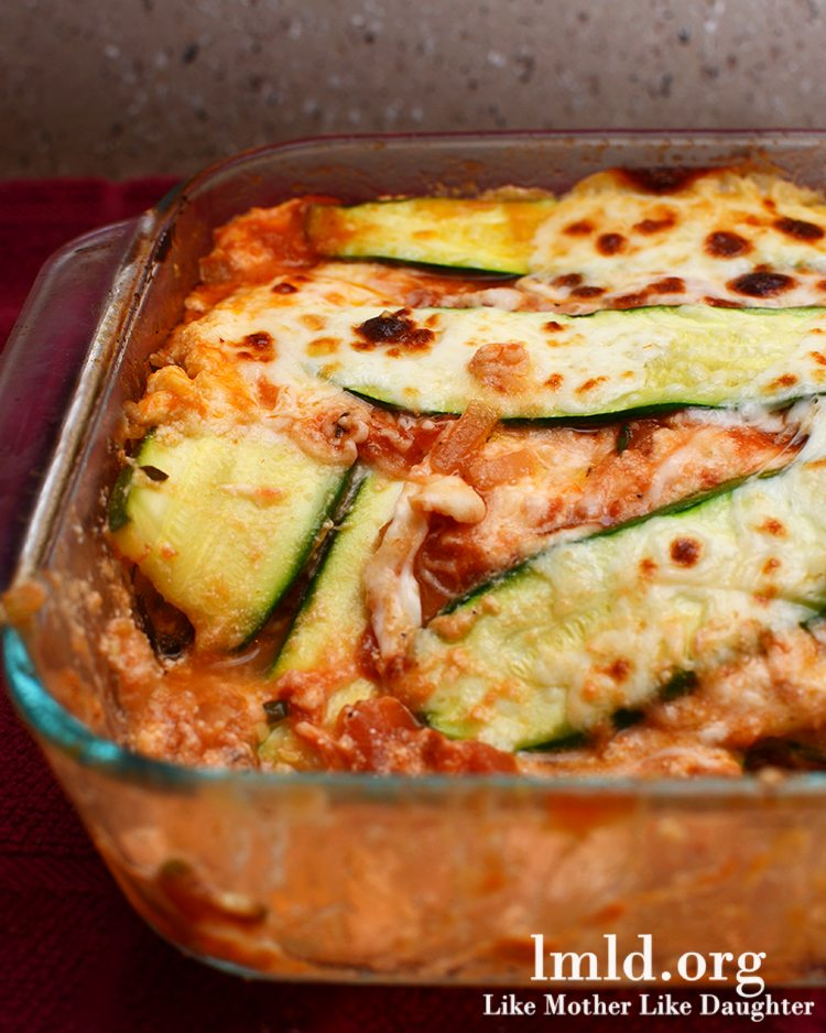 Zucchini Lasagna - This zucchini lasagna is a delicious vegetarian and gluten free meal with zucchini instead of noodles and a delicious hearty sauce and lots of cheese!