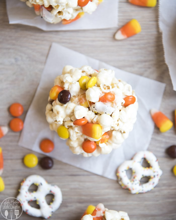 These Halloween popcorn balls are the perfect snack!