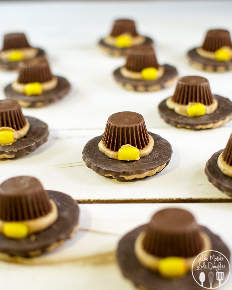 Pilgrim Hat Cookies - These adorable cookies are the perfect delicious, and festive Thanksgiving treat!